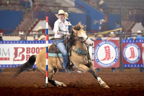 POLE BENDER DESSA HEXT AT THE 2020 NATIONAL HIGH SCHOOL RODEO FINALS